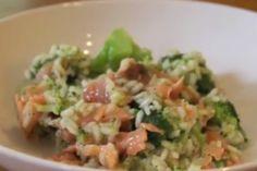 Risotto met broccoli en zalm -  400 GRAM RISOTTORIJST 1 UI, GESNIPPERD 200 GRAM BROCCOLI ROOSJES 1 TEENTJE KNOFLOOK, GEPERST OF FIJNGEHAKT 1 LITER RUNDVLEES BOUILLON 300 GRAM GEROOKTE ZALM, IN STUKJES GESNEDEN PEPER/ ZOUT Risotto, Grapefruit, Guacamole, Quinoa, Broccoli, Grains, Avocado, Rice, Mexican