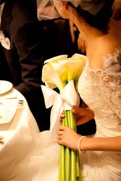 新郎新婦様からのメール 赤バラと白磁のブーケ メゾン・ポールボキューズ様へ1 : 一会 ウエディングの花