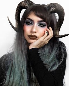 Mika sur Instagram : All the good girls go to hell ✨ Horns Costume, Cosplay Horns, Demon Costume, Succubus Costume, Demon Halloween Costume, Succubus Cosplay, Demon Makeup, Witch Makeup, Cosplay Makeup