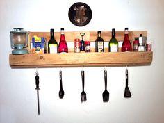 Möbel+aus+Paletten+-+Küchen+Wandregal+von+Das+kunstHaus+Möbel+auf+DaWanda.com