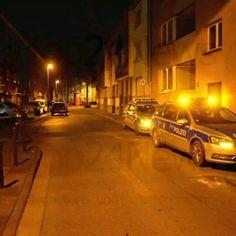In der Nacht zu Dienstag (13. Januar) ist ein 41 Jahre alter  Kölner im Stadtteil #Höhenberg durch mehrere #Messerstiche verletzt  worden. Trotz umgehender #Notoperation erlag er seinen Verletzungen.  Gegen 2.40 Uhr teilte ein Zeuge über #Notruf der #Polizei mit, dass  auf der Miltenberger Straße ein schwer verletzter Mann läge. Die  alarmierten Beamten fanden den 41-Jährigen mit #Stichverletzungen an  der beschriebenen Örtlichkeit. Rettungskräfte versorgten ihn umgehend #notfallmedizinisch…