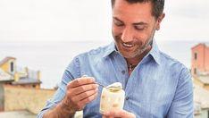 Lemon and Limoncello Mousse Limoncello Mousse Recipe, Lemon Tiramisu, Gino's Italian Escape, Italian Express, Lemon Biscuits, Grilled Sardines, Lemon Liqueur, Dessert Glasses, Elegant Desserts