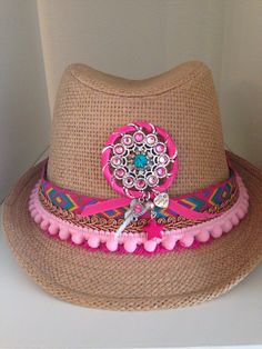 Ibiza hoedje roze Ibiza, Silly Hats, Jazz Costumes, Discount Womens Clothing, Hat Crafts, Western Chic, Fringe Boots, Summer Hats, Party Hats