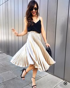 16 a black spaghetti strap top, a metallic pleated midi skirt, black shoes and a small bag - Styleoholic Pleated Skirt Outfit, Metallic Pleated Skirt, Skirt Outfits, Cool Summer Outfits, Spring Outfits, Spring Clothes, Moderne Outfits, Mein Style, Going Out Dresses