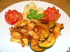 Kuracie mäso pokrájame na rezance, vhodíme do woku na olej a opekáme. Pridáme cibuľu - pokrájanú na polkolieska, posekaný cesnak, neošúpanú... Russian Recipes, Kung Pao Chicken, Zucchini, Cooking Recipes, Stuffed Peppers, Vegetables, Ethnic Recipes, Food, Polish