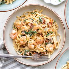 Creamy Tuscan shrimp linguine is arguably one of the world's easiest and tastiest recipes! Only a handful of ingredients and you have a delicious meal on the table in about 20 minutes. Pasta Recipes Video, Seafood Pasta Recipes, Prawn Recipes, Shellfish Recipes, Cooking Recipes, Healthy Recipes, Shrimp Pasta Dishes, Recipe Pasta, Easy Cooking
