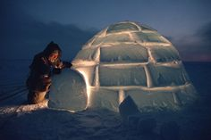 """An Igloo, also spelled Iglu is a shelter built out of snow used by the Canadian Inuit (Eskimos). The word Igloo comes from the Eskimo """"Igdlu"""" which means house or home. It is also related to a town named Iglulik, Nunavut. Cool Countries, Countries Of The World, Igloo House, Igloo Building, Inuit People, Ontario, Tribal People, First Nations, Photos Du"""