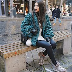 Rummy by Lanja Sámsdóttir. Outfits Otoño, Cardigan Outfits, Stylish Outfits, Cool Outfits, Womens Chunky Knit Cardigan, Loose Sweater, Wool Cardigan, Ibiza Fashion, Sweater Design