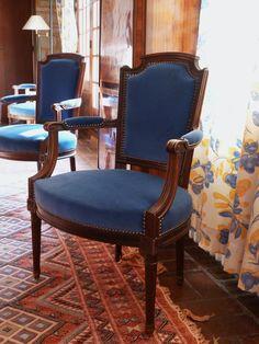 fauteuils de style Louis XVI, restauration complète, tapissier d'ameublement, tissu velours, finition clous décoratifs oxydé mat