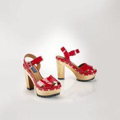 Polo Ralph Lauren Patent Leather Lacie Sandal http://www.shopstyle.com/action/loadRetailerProductPage?id=470081894&pid=uid1209-1151453-20