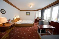 Unsere 54 Zimmer sind in 3 Kategorien aufgeteilt: A, B und C dazu unsere Wellnesszimmer in Berg's Auszeit. Hotel Berg, Table, Furniture, Home Decor, Cosy Room, Collection, Decoration Home, Room Decor, Tables