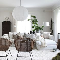 So comfy and cozy...love the greenery From Amberinteriordesign.com