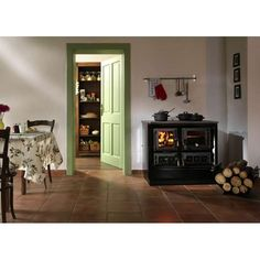 Cuisinière à bois Moravia 9112 avec four et grand foyer vitré. Une belle cuisinière avec laquelle vous pouvez voir les flammes en action.
