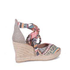Sandálias de salto alto #ss15 #ruga #fashion #womanfashion #boots #sandals #tennis #trainers