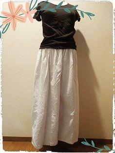 キュロットスカートのように、たっぷりボリューミーなガウチョパンツを作ってみました。型紙なしでファスナー付けもいらないウエストゴムのデザインの簡単なガウチョパンツの作り方を書いていきたいと思います。