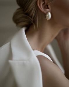 "Jewelry Style Inside beauty love Without a word there, you smile speaking, ""hello beautiful, . Jewelry Photography, Fashion Photography, Foto Zoom, Fashion Fotografie, Kreative Portraits, Sparkling Stars, Classy Aesthetic, Mode Outfits, Mode Inspiration"