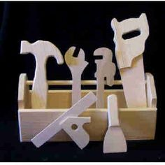 Wooden toy tool kit                                                                                                                                                                                 Mais