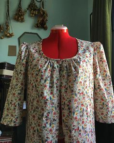 Chez Perrine sur Instagram: . 🧵🌻✂️ . #couture #sewing #petiteblouse #burda #peasantblouse #petitesfleurs #spring #faitmain #handmade #eurokangas #handmadeclothing… Floral Tops, Couture, Spring, Blouse, Long Sleeve, Interior, Sleeves, How To Wear, Instagram