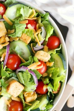 A classic house salad featuring crisp lettuce, tomatoes, croutons, cheese, and cucumbers. Perfect for a quick lunch or a dinnertime side salad. Lettuce Salad Recipes, Side Salad Recipes, Green Salad Recipes, Salad Recipes For Dinner, Healthy Salad Recipes, Salad With Romaine Lettuce, Vegetable Salad Recipes, Arugula Salad, Lunch Recipes