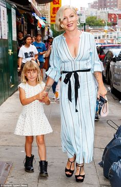 Pink and Carey Hart take daughter Willow, six, shopping in New York Cute Celebrities, Celebs, Carey Hart, Alecia Moore, Pretty Summer Dresses, Pink Quotes, Beth Moore, Everything Pink, Classy Outfits