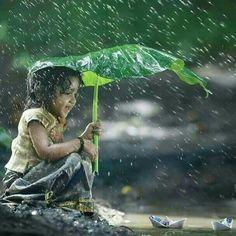 Bajo el paraguas.