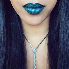 💋✨ #glitterlips #maccosmetics #reflectsglitter #glitterinjections #teallips • @roziecheeks.mua