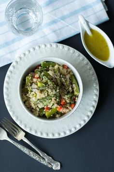 Quinoa Salad with Roasted Asparagus. It is quick and easy to make for your busy days. Only 6 ingredients! Keep healthy and eat flavourful quinoa salads - Primavera Kitchen