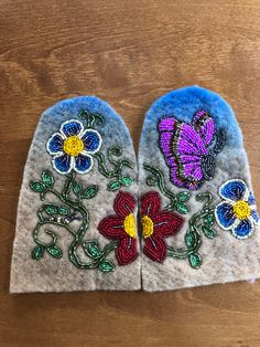 Beading Ideas, Beading Projects, Bead Crafts, Arts And Crafts, Jingle Dress, Beaded Moccasins, Nativity Crafts, Native Beadwork, Native American Beading