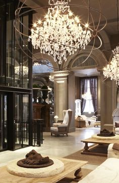 Restoration Hardware Flagship store in Boston, with big #crystal #chandelier! #store Know more: http://memoir.pt/