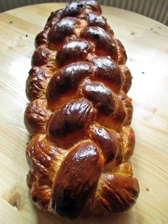 Hungarian braided sweet bread or kalács is similar to the Jewish challah eaten on Sabbath and holidays; it's traditionally baked for Easter. Hungarian Bread Recipe, Hungarian Desserts, Hungarian Cuisine, Hungarian Recipes, Hungarian Food, German Easter Bread Recipe, Hungarian Cookies, Pastry Recipes, Dessert Recipes