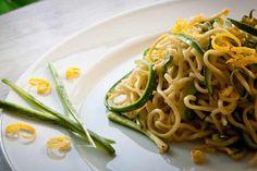 Linguine mit Zucchini und Zitronensauce  Der Sommer ist zurück :-) Passend hierzu ein frisches veganes Pastavergnügen.  http://einfach-schnell-gesund-kochen.de/linguine-mit-zucchini-und-zitronensauce/