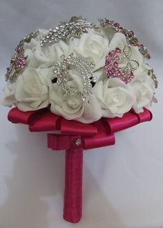 Buquê com rosas brancas e broches em strass brancos e pink! https://www.facebook.com/buquedenoiva.rj/?ref=bookmarks