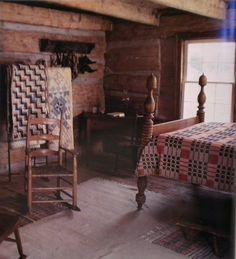 this would go nicely in a cabin quilt not tucked in i think i like the tucked in version so the rope part shows Primitive Homes, Primitive Country Bedrooms, Primitive Living Room, Country Quilts, Primitive Furniture, Primitive Decor, Country Primitive, Prim Decor, Primitive Christmas