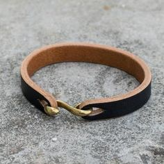 Thick Leather, Leather Cuffs, Leather Earrings, Leather Jewelry, Leather Art, Leather Bracelets, Leather Wallet, Leather Diy Crafts, Leather Projects