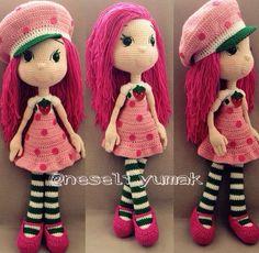 #amigurumi #strawberrygirl The Simpsons, Ladybug, Crochet Projects, Crochet Patterns, Crochet Hats, Photo And Video, Dolls, Strawberry Shortcake, Christmas Ornaments