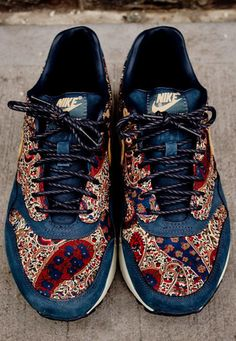 Awesome shot of these AM1 with a Paisley Print. #sneakers