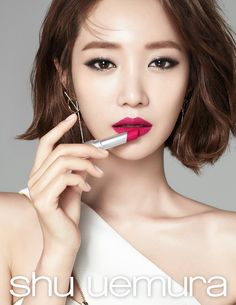 Red Lips Makeup Look, Makeup Looks, Hand Pose, Evening Makeup, Asian Makeup, Minimal Chic, Pixie Hairstyles, About Hair, Madame