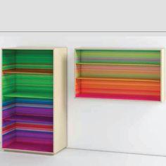 Libreria Color Fall a terra e a parete, stampa interna multicolor e struttura in legno di frassino. Scoprila in vendoarredo.com