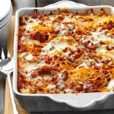 Mozzarella Baked Spaghetti Recipe from Taste of Home -- shared by Betty Rabe of Mahtomedi, Minnesota(Green Spaghetti Recipes) Easy Baked Spaghetti, Spaghetti Recipes, Pasta Recipes, Cheese Recipes, Beef Casserole Recipes, Ground Beef Casserole, Beef Recipes, Cooking Recipes, Gastronomia