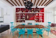 A Brooklin, colori intensi e design moderno sottolineano il gusto del padrone di casa per la pop art. Design di Jessica Helgerson Interior Design, foto di Andrew Cammarano