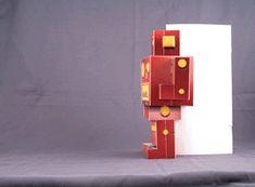 Yeray Pérez Vallejo nos presenta en su blog Diario Carbonara una original tarjeta pop-up de 360º con forma de Robot.  Un diseño muy original...