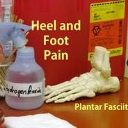 The best shoes for plantar fasciitis offer good arch support and motion control for your foot. I've compiled recommendations that can help with heel pain as well as a torn or inflamed plantar fascia. Plantar Fasciitis Symptoms, Plantar Fasciitis Night Splint, Plantar Fasciitis Treatment, Heel Pain, Foot Pain, Cold Treatment, Lounge, Plank Workout, Natural Health Remedies