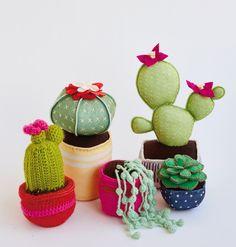 DECORE A CASA COM CACTOS E SUCULENTAS HANDMADE | Casa de Valentina Felt Crafts, Diy And Crafts, Arts And Crafts, Fabric Ribbon, Felt Fabric, Felt Flowers, Fabric Flowers, Arte Pallet, Cactus Craft
