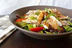 Salade met makreel, snijbonen, paprika, lente-ui en gemberdressing. Makreel is een vissoort die uit zijn vel springt van de gezonde omega-3 vetten.