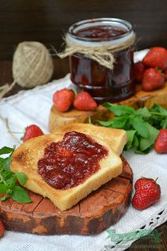 Dulceata de capsuni cu zahar brun Jam Recipes, Food To Make, Jelly, French Toast, Deserts, Easy Meals, Canning, Breakfast, Sweet