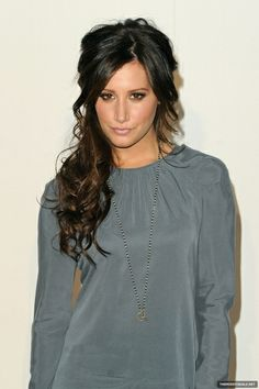 Ashley Tisdale.. so hot ;)