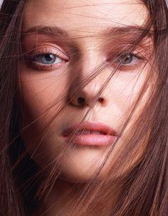 Diana Moldovan par Cuneyt Akeroglu pour Vogue Paris http://www.vogue.fr/mode/mannequins/diaporama/les-mannequins-du-numero-de-fevrier-2014-de-vogue-paris-emily-didonato-amanda-murphy-andreea-diaconu-edie-campbell-vanessa-axente/17430/image/930470#!diana-moldovan-vogue-paris-fevrier-2014-cuneyt-akeroglu