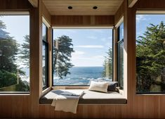 Window Seat in a Waterfront Home by Leverone Design and Butler Armsden Architects Sea Ranch California, Northern California, Appartement Design, Waterfront Homes, Best Interior Design, Coastal Homes, Home Decor Bedroom, Home Renovation, Renovation Design
