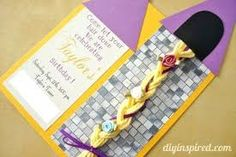 Rapunzel Invitation DIY tutorial with braided yarn hair. A step by step tutorial including measurements. Father Birthday Gifts, Homemade Birthday Cards, Diy Birthday, Birthday Parties, Birthday Ideas, Rapunzel Birthday Party, Tangled Party, Disney Princess Birthday, Party