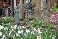 Garden of St. James church, London